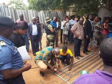 John Mahama Turns Welder In His Quest To Unseating Nana Addo In 2020
