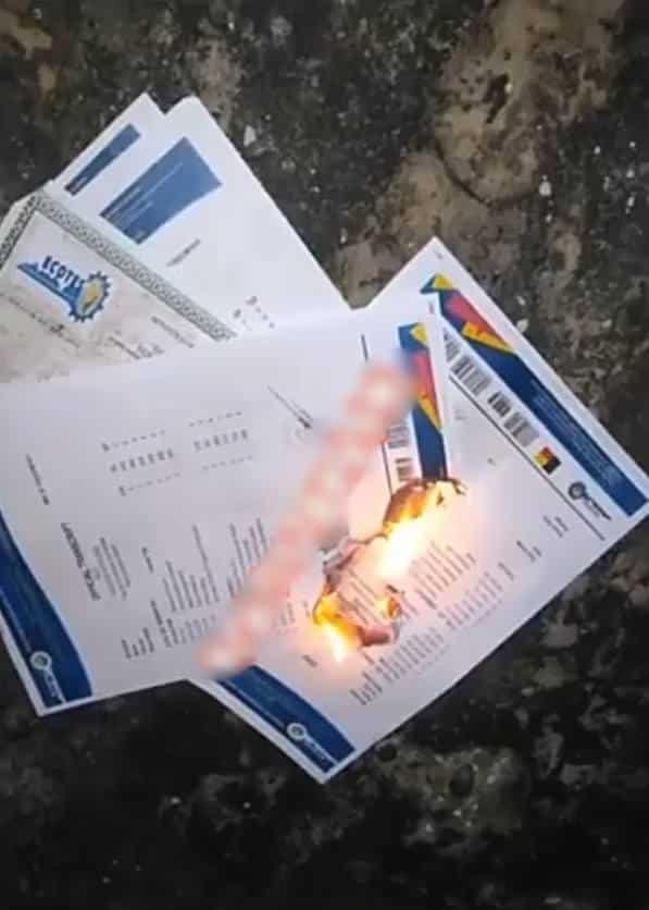 Nigerian graduate burns all his school certificates