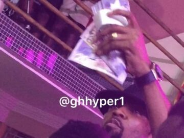 Reverend Obofour Sprays Ghc20,000 Cash On MC During Brother Sammy's Album Launch